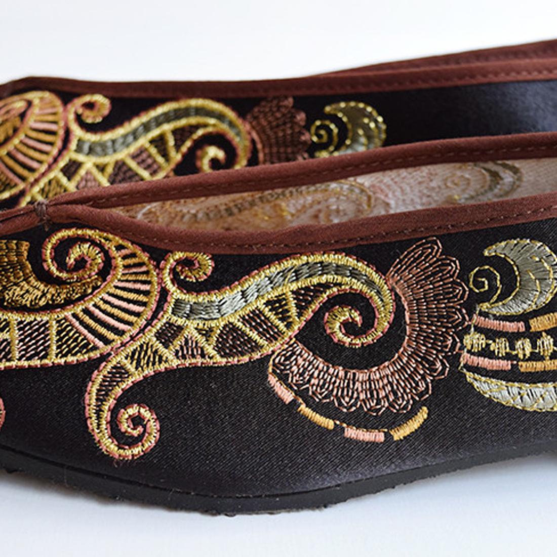 台湾刺繍シューズ B
